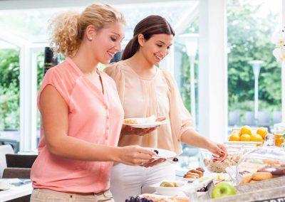 Novotel Hotel Maastricht - Ontbijtbuffet met 2 dames